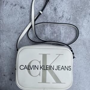 CALVIN CLEIN CAMERA K607202